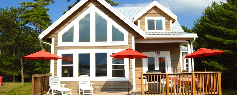 Georgian Bay Honey Harbour Cottage 2 Storey Facing Front Deck
